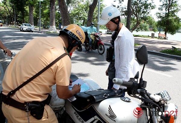 Không bằng lái xe máy bị phạt bao nhiêu tiền