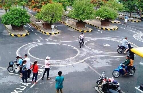 Học bằng lái xe máy tại trung tâm thi bằng lái xe Hà Nội đảm bảo đầu ra