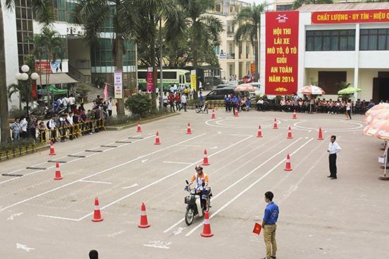 Trung tâm thi bằng lái xe Hà Nội là một trong những địa chỉ uy tín các bạn có thể tham khảo