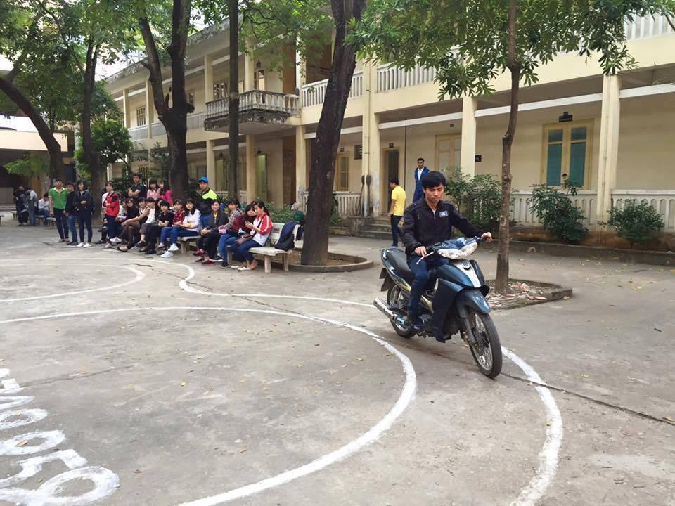 Trung tâm thi bằng lái xe Hà Nội nhận hồ sơ liên tục từ thứ 2 đến thứ 7, tổ chức thi vào thứ 7 và chủ nhật mỗi tuần.