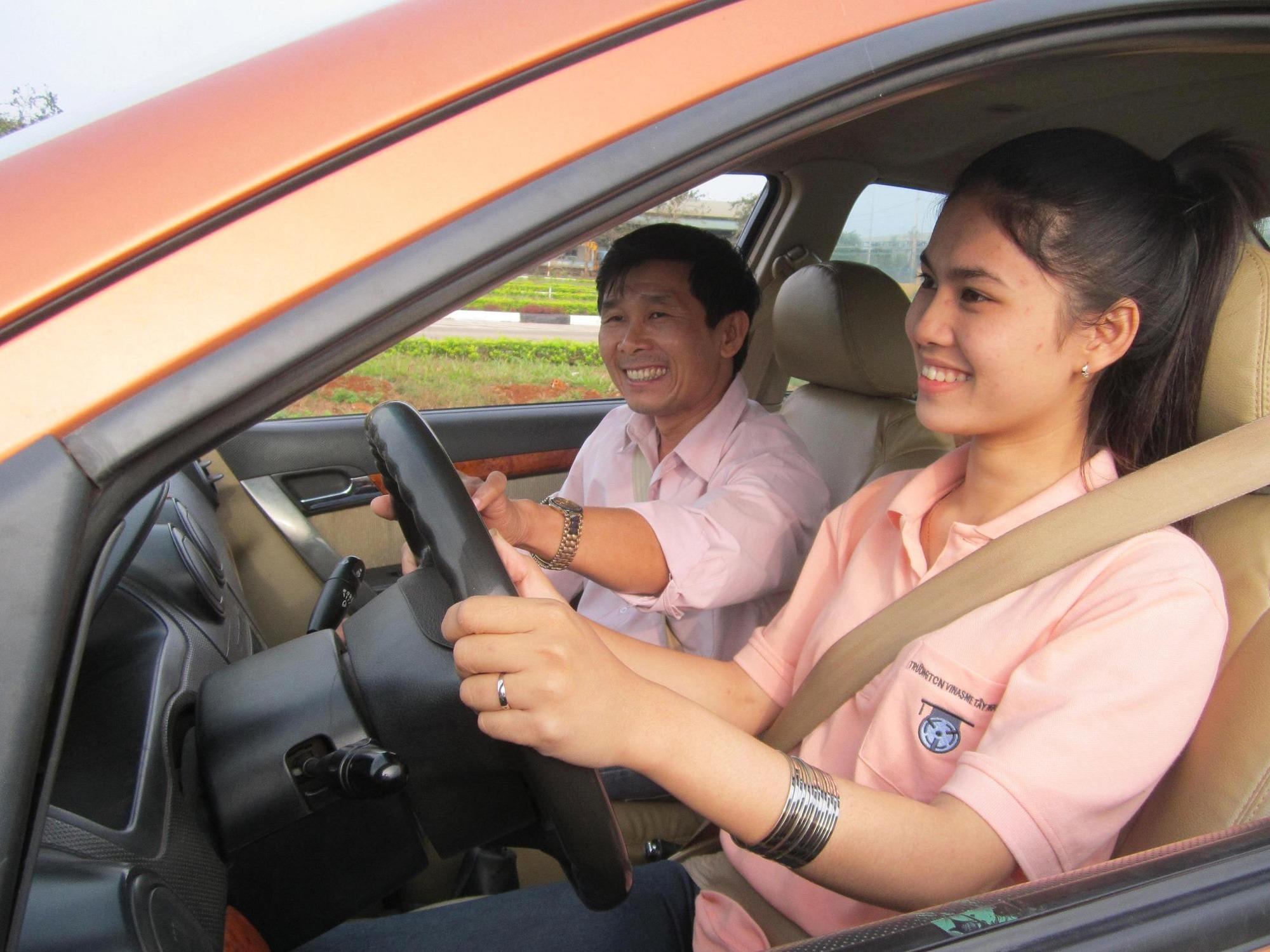 Người ở trong độ tuổi phù hợp mới được tham gia thi lấy bằng lái xe ô tô